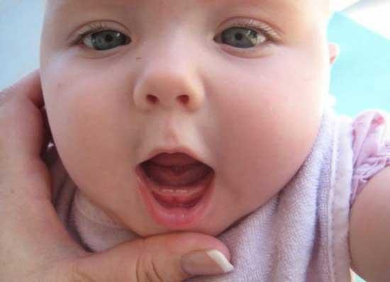 mẹo vặt trị giảm đau khi mọc răng cho bé